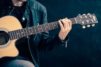 guitarrista músico cantautor